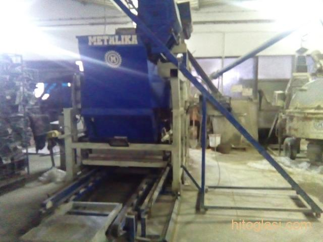 Prodajem masinu za proizvodnju vibropresovanih behaton ploca, ivicnjaka, kanalica - 1
