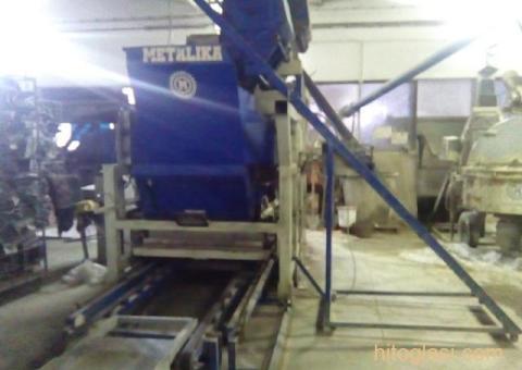 Prodajem masinu za proizvodnju vibropresovanih behaton ploca, ivicnjaka, kanalica