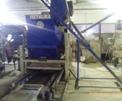 Prodajem masinu za proizvodnju vibropresovanih behaton ploca, ivicnjaka, kanalica - Slika 1