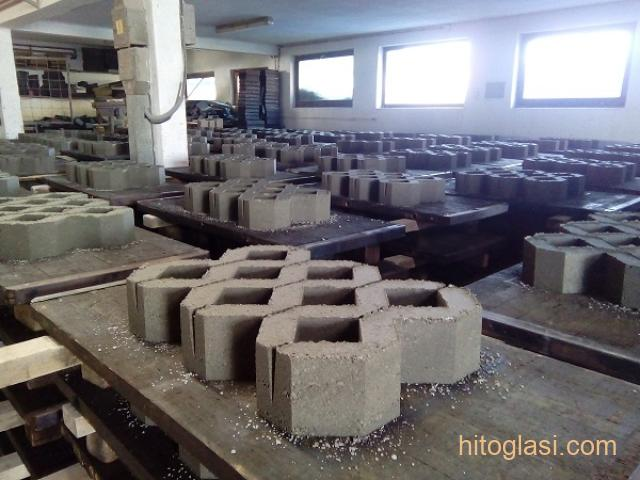 Prodajem masinu za proizvodnju vibropresovanih behaton ploca, ivicnjaka, kanalica - 4