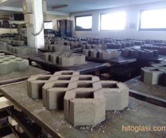 Prodajem masinu za proizvodnju vibropresovanih behaton ploca, ivicnjaka, kanalica - Slika 4